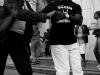 stari-in-mladi-crni-in-beli-ples-povezuje-vse
