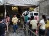 7. Manila-Pred Jezusovo podobo so vedno dolge vrste čakajočih.jpg
