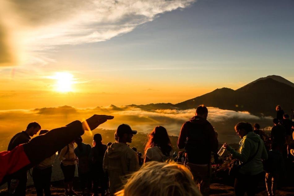 Batur-zlata publika v sončnem vzhodu