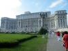 17-Mogočna stavba romunskega parlamenta v Bukarešti.jpg
