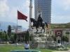 62-Tirana, Skenderbegov trg s kipom junaka .jpg