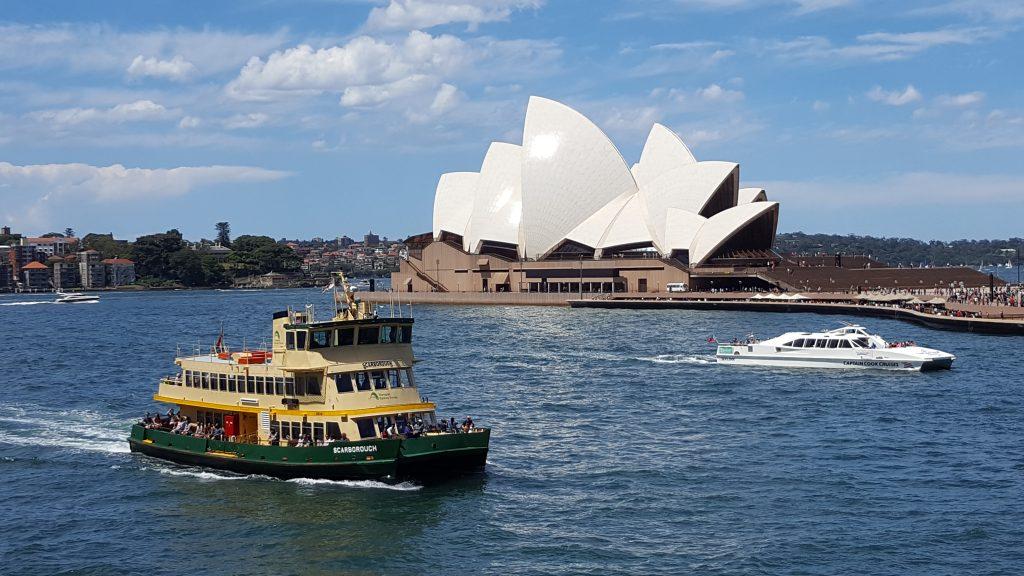 3. Opera, simbol mesta in ena izmed najbolj poznanih stavb na svetu je lepo vidna med vožnjo z ladjo po zalivu.