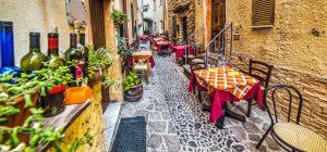 Sardinija – Castelsardo – ozka ulica