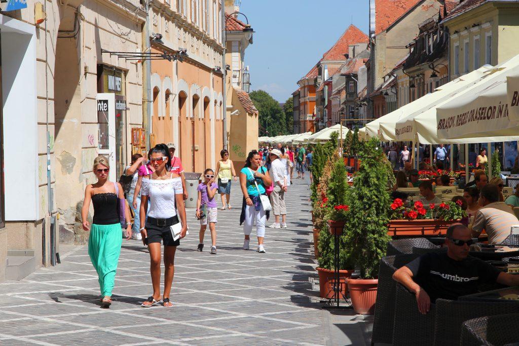 Romunija-Brasov-sprehod po glavni ulici