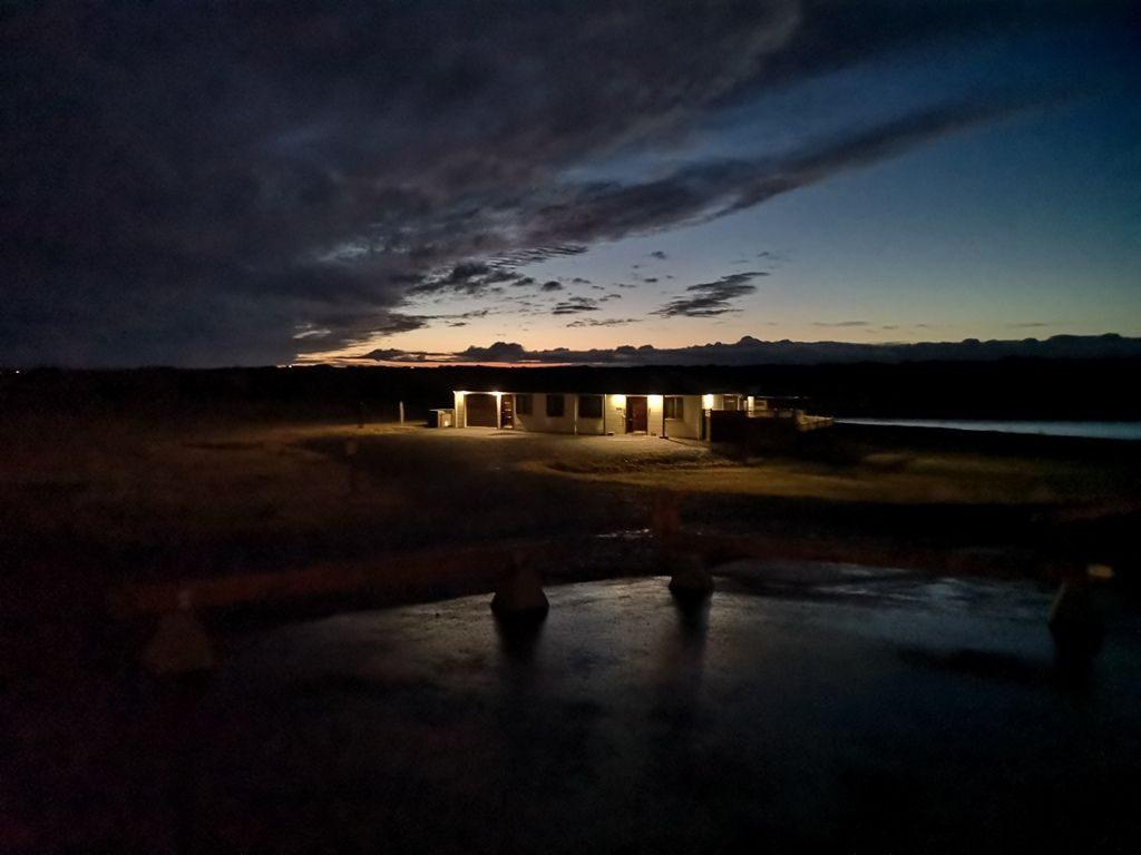 Islandija tone v mrak. Prihaja čas za opazovanje severnega sija.
