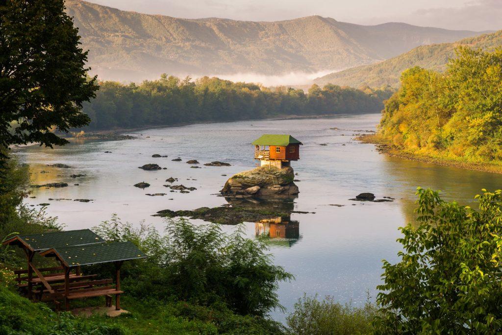Srbija-hišica na Drini