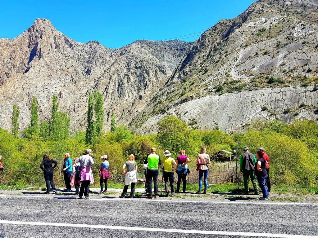 03-vzhodna Turčija-gorovje Kačkar-sunkovite konture bazaltnih kontur