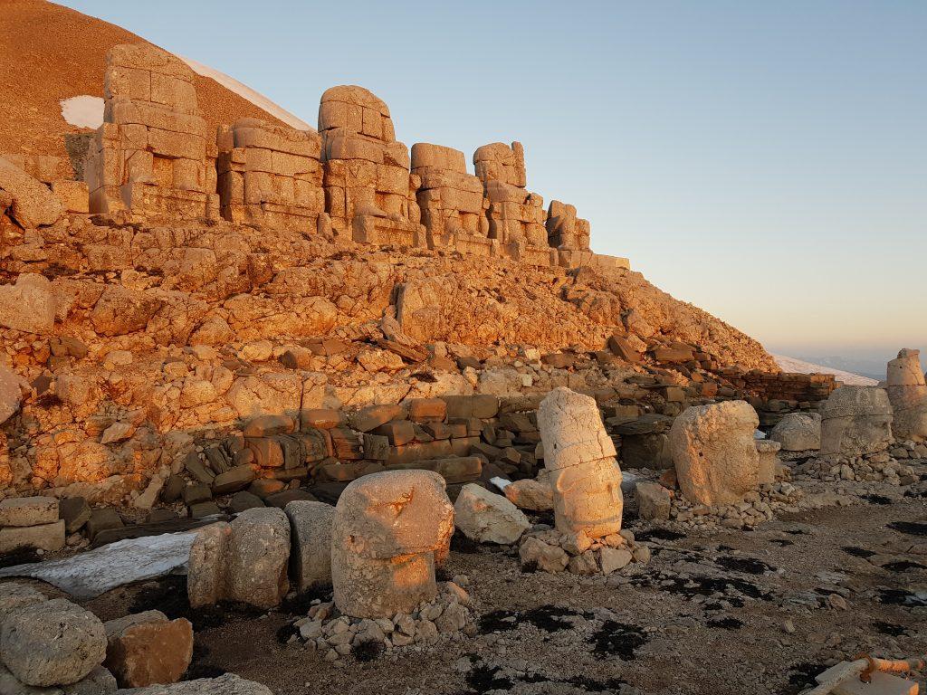 26-vzhodna Turčija-Nemrut-grobnica Antioha Božanskega je doživetje za bogove.