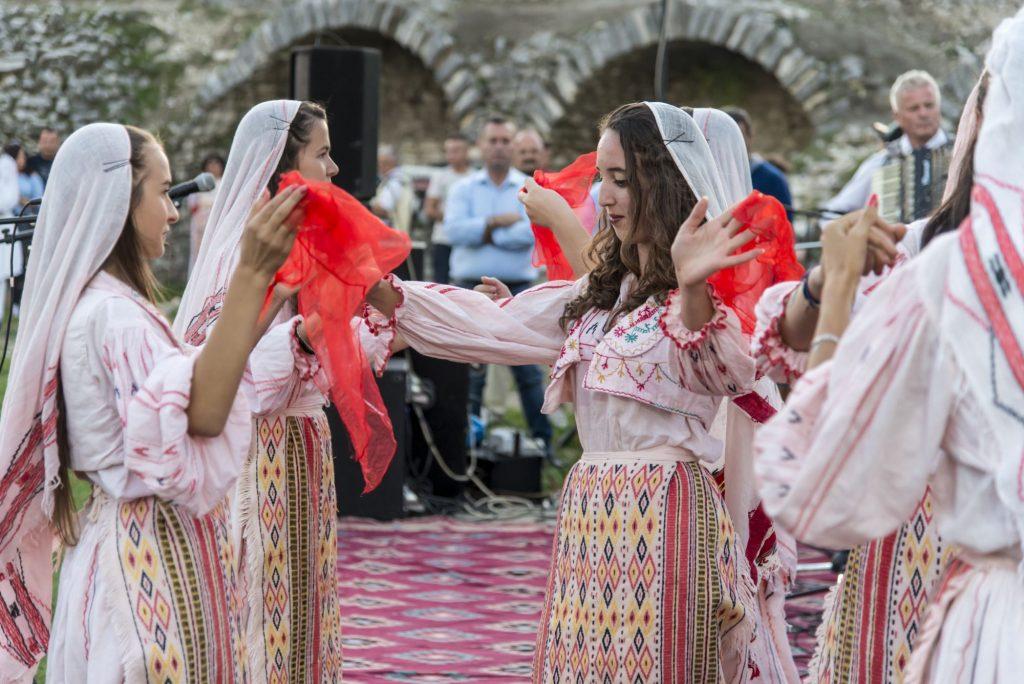 Albanija - Berat - tradicionalni ples