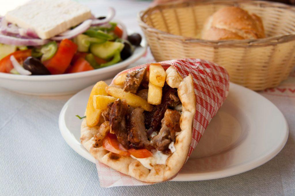 Grčija gyros pita 1024x682 - »Danes je najlepši dan na mojem potovanju« ali »Z maturanti potovati po Grčiji«