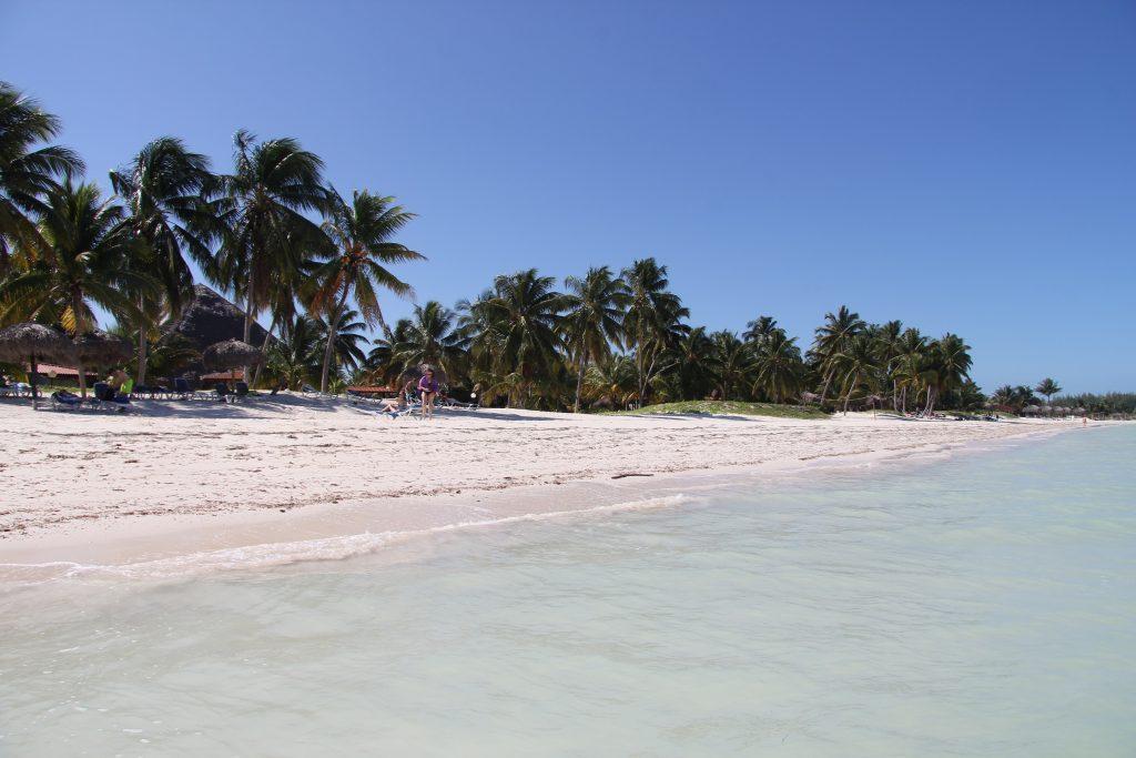 Plaža in mivka in še več mivke 1 1024x683 - Kislo sladka začinjena Kuba, kot EMARGO, GLASBA ...