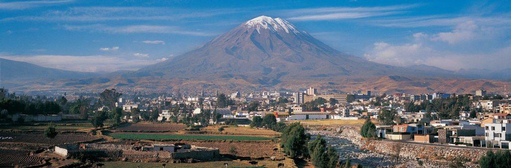 15 Arequipa in vulkan Misti 1024x338 - Peru - Med potomci Inkov