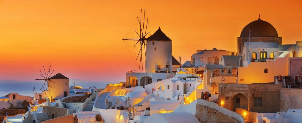 sunset Santorini shutterstock 542650522 1024x417 - Odzivi potnikov v času epidemije