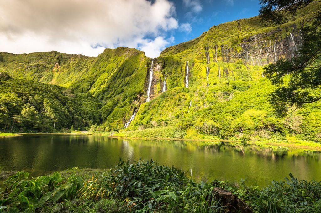 Azori slap in jezero 397130698 1024x682 - Doživeti Azori