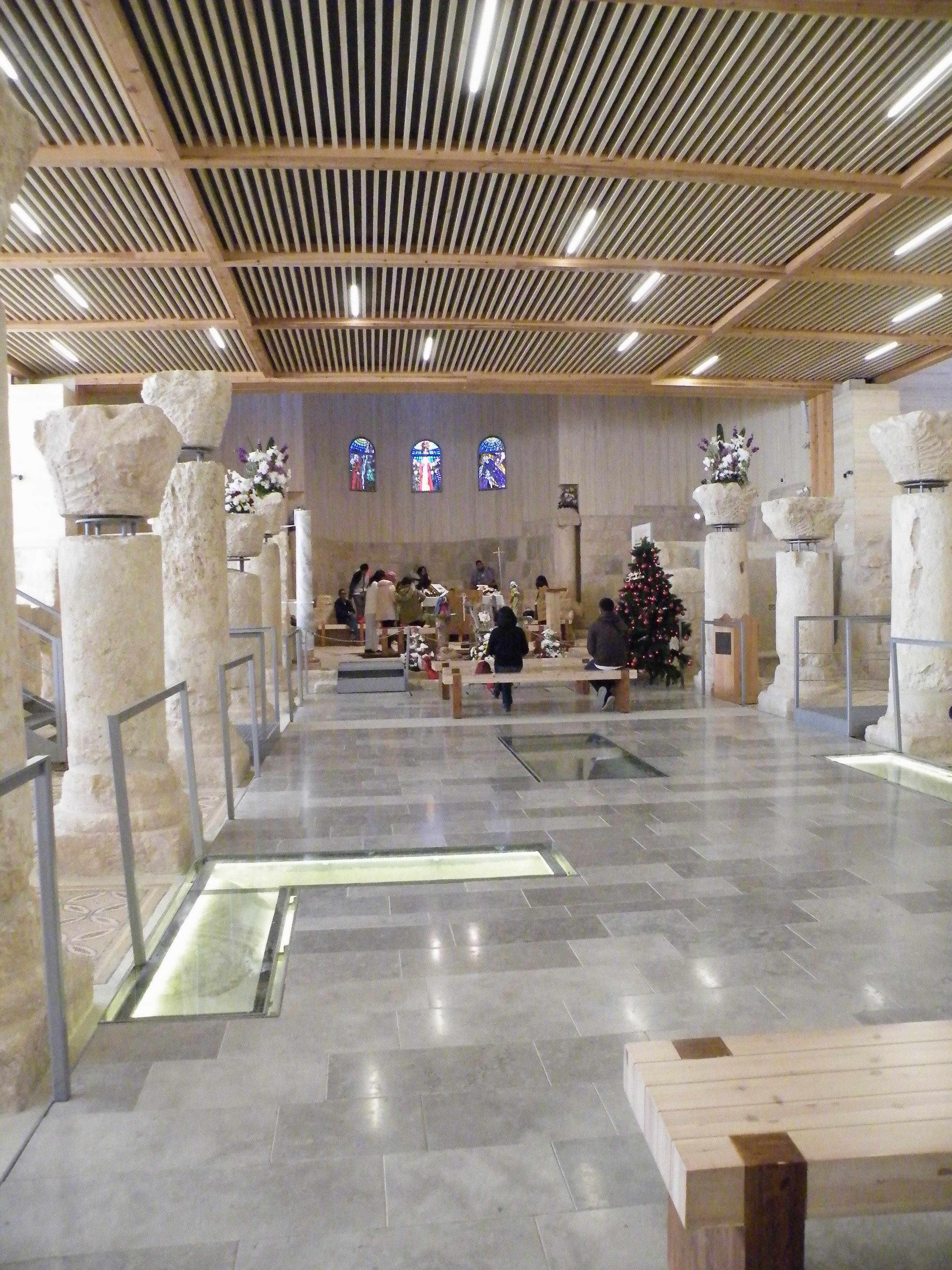 10 - Notranjost cerkve na gori Nebo