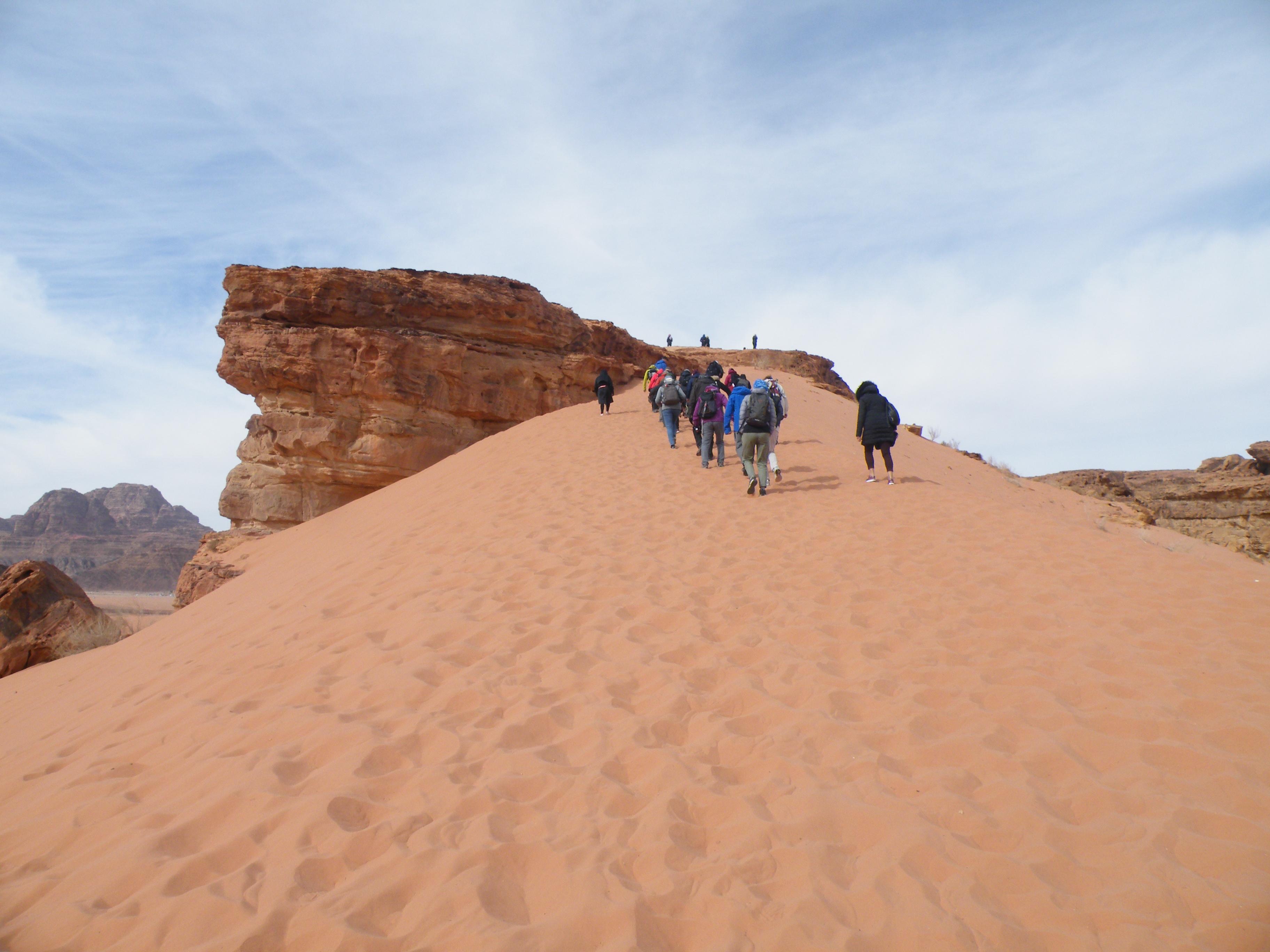 19 - Vzpon na peščeno sipino v Wadi Rumu