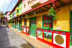 16.-Guatape-najbolj-zivobarvna-kolumbijska-vasica.