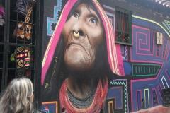 02.-Bogota-mesto-mnogih-realisticnih-stenskih-poslikav-in-grafitov