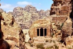 Jordanija - Petra - skrivnostna grobnica v odmaknjenem skalovju