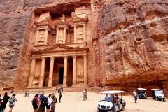 Jordanija - Petra - najbolj slavna Zakladnica ob vstopu v mesto
