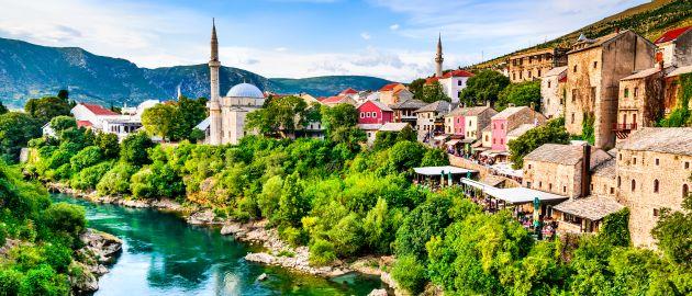 Bosna-Mostar-večerni pogled na mesto