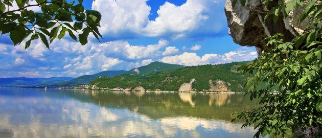 Srbija-NP-Djerdap, pogled na reko spodaj