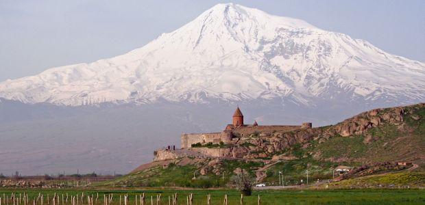 Armenija- Ararat v ozadju