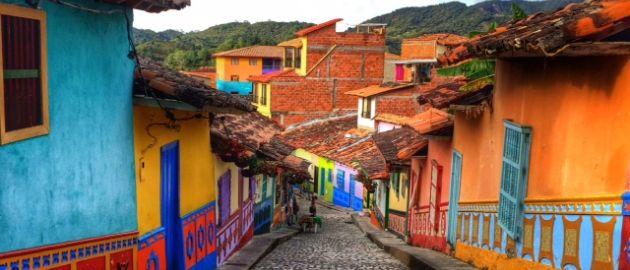 Guatape, ulica - Kolumbija