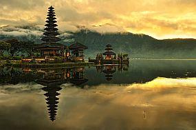 Indonezija-Bali, tempelj na jezeru Bratan