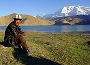 Kirgizija-Kirgiz ob jezeru Karakul