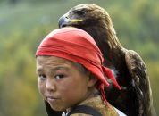 Kirgizija-deček z orlom