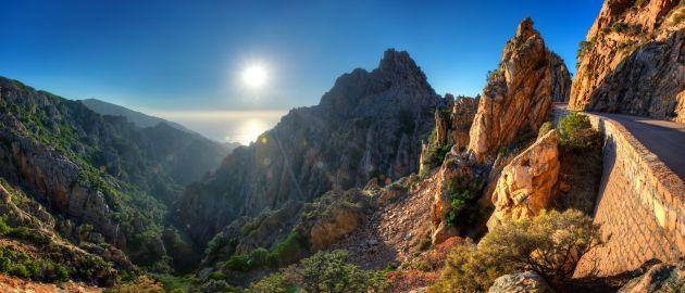 Korzika-Calanques de Piana v sončnem zahodu