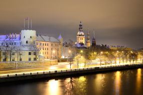 Latvija-Riga-nočni pogled na mesto