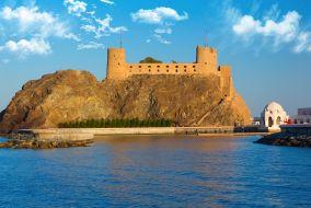 Oman-Muškat, trdnjava Al Jalali s pristaniščem in sultanovo Qaboos palačo ob strani