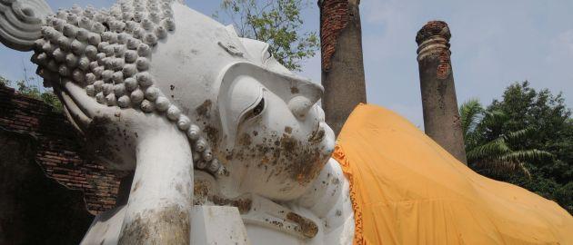 Tajska- Ayuthaya - naslonjeni Buda