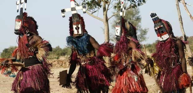 Burkina Faso-Ples v maskah