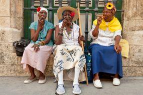 Kuba - Domačinke s cigarami