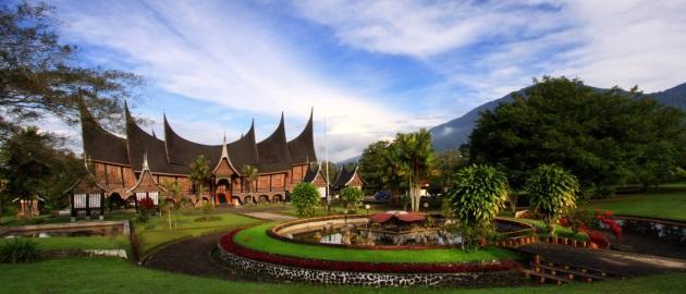 Indonezija-Sumatra-Minangkabau hiša
