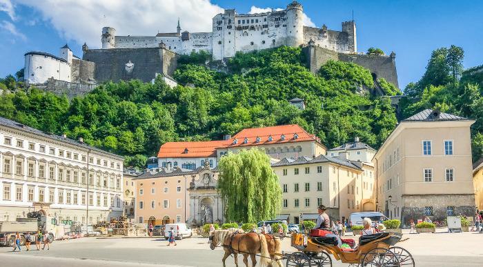 Avstrija, Solni rudnik in Salzburg
