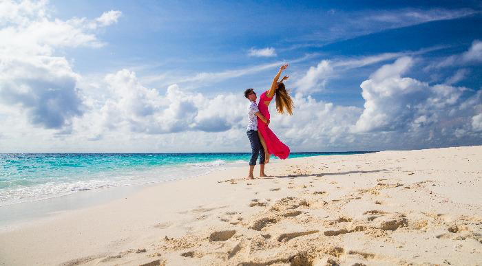 couple dancing on the beach on Mauritius