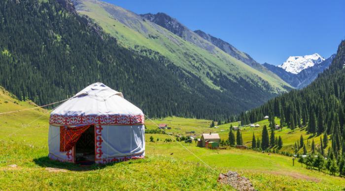 Kirgizija-jurta v naravi