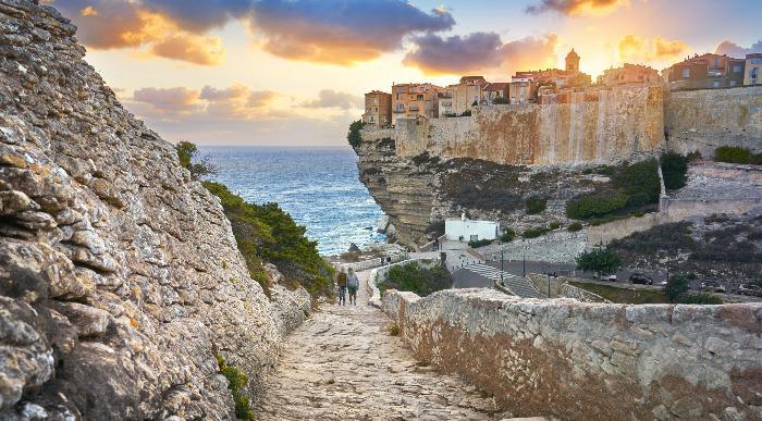 Korzika-Bonifaccio-na pecini