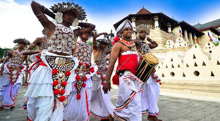 Šrilanka-kandy-plesalci1