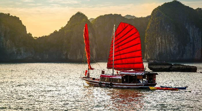Vietnam-Halong-bay-06