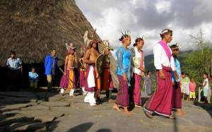 03 Caci prihod na prizorisce dogajanja Mali Sundski otoki 300x187 - Poletna Indonezija