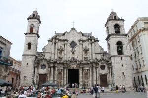 Kuba-znamenita katedrala v Havani-glasba spremenjena v kamen