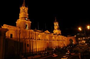 Mogočna katedrala, ki pa pred desetimi leti ni zdržala sile potresa