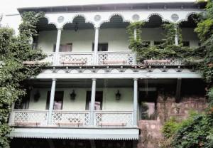 Balkoni-znamenitost-Tbilisija