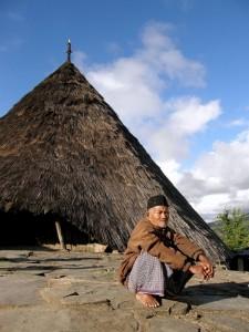 Adat-hiša prednikov plemena Mangarajev