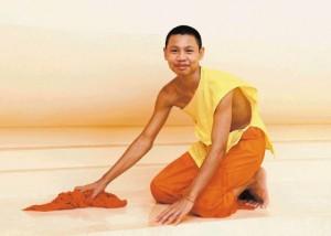 04Mladi menih 300x214 - V objemu prijaznih ljudi